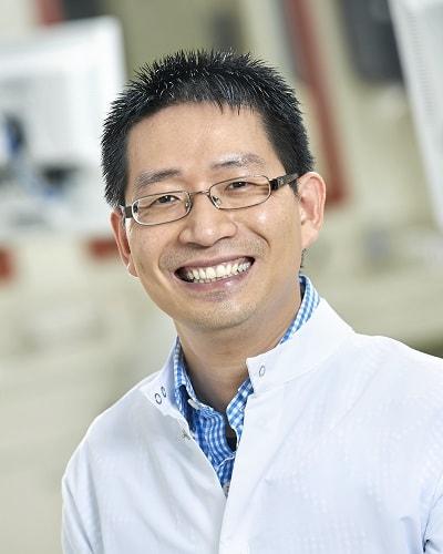 periodontist-yiu cheung-chow.jpg
